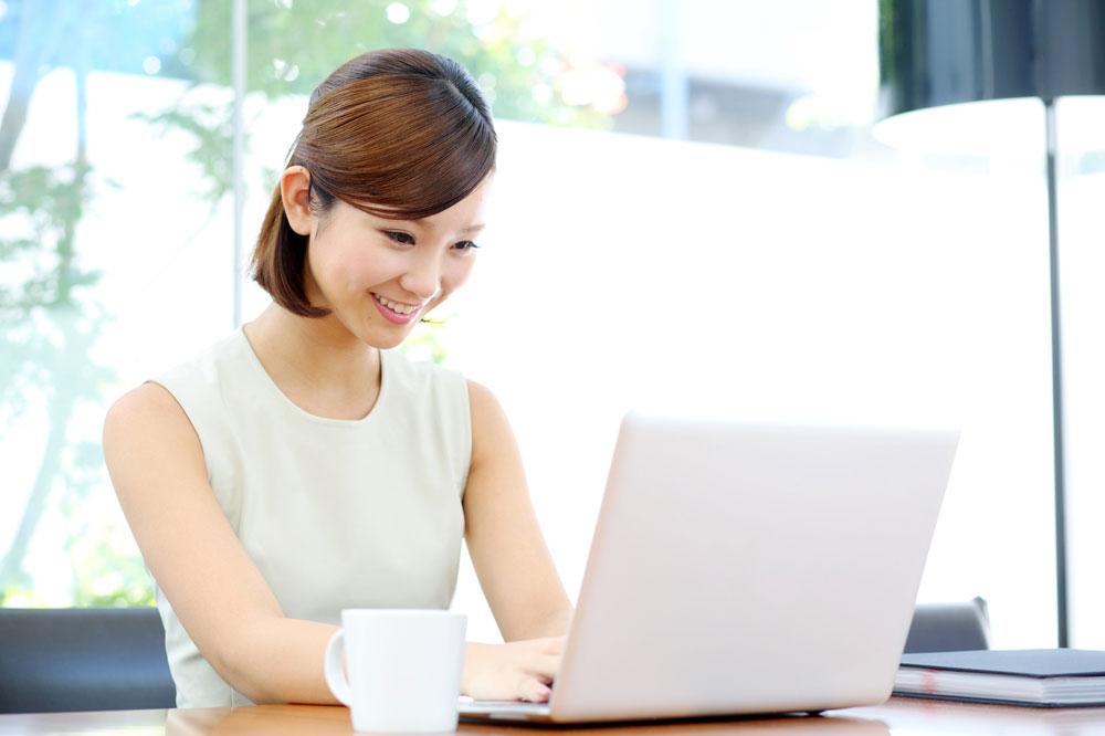 オンライン英会話をする女性