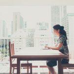 海外で仕事をしている女性