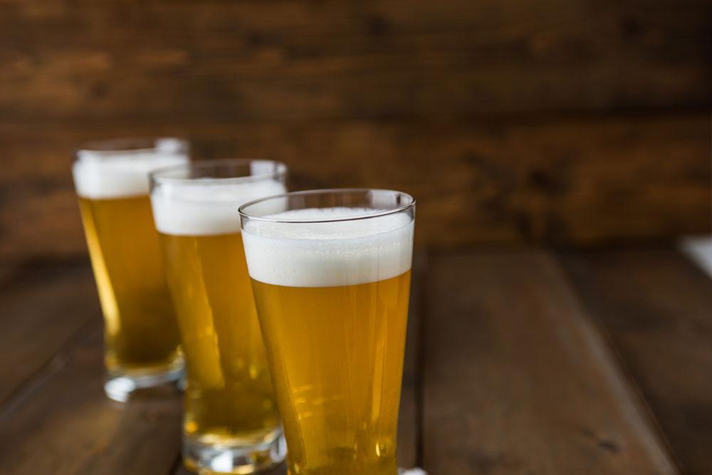 薄いビールグラス