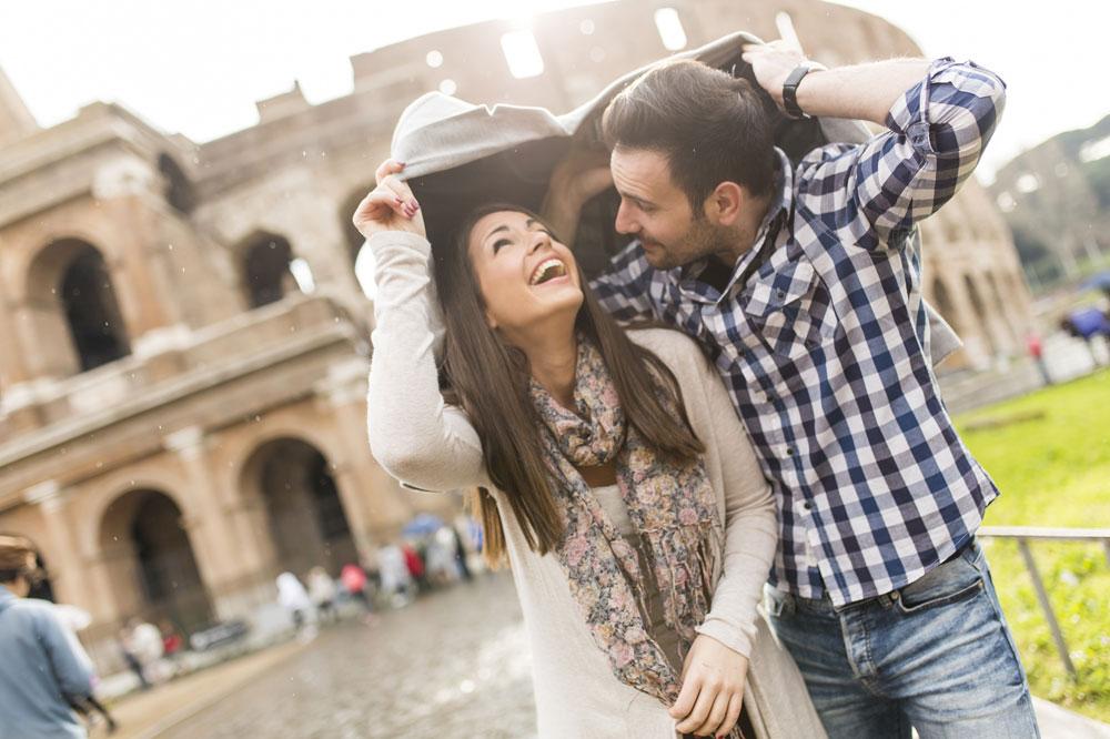 留学先でデート中のカップル