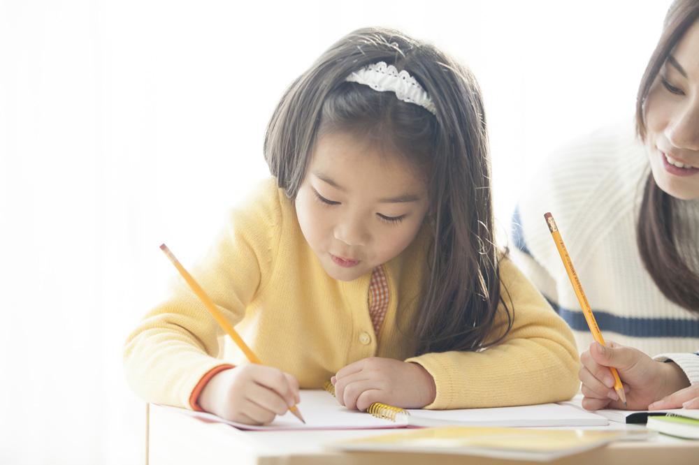 小学生が英語を学ぶ